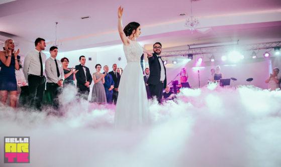 Cieżki dym na wesele, taniec w chmurach