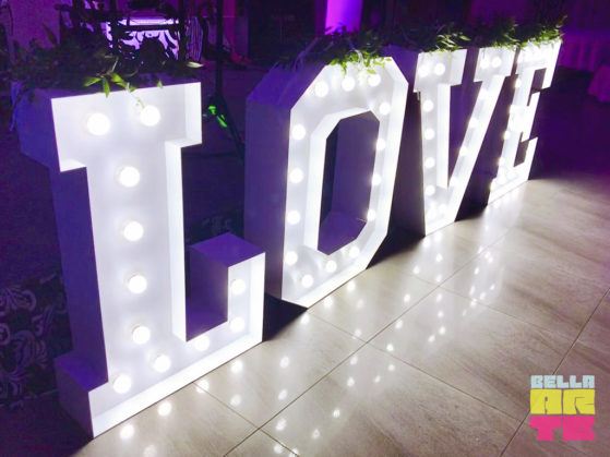 Bella-Arte dekoracja swiatlem napis Love