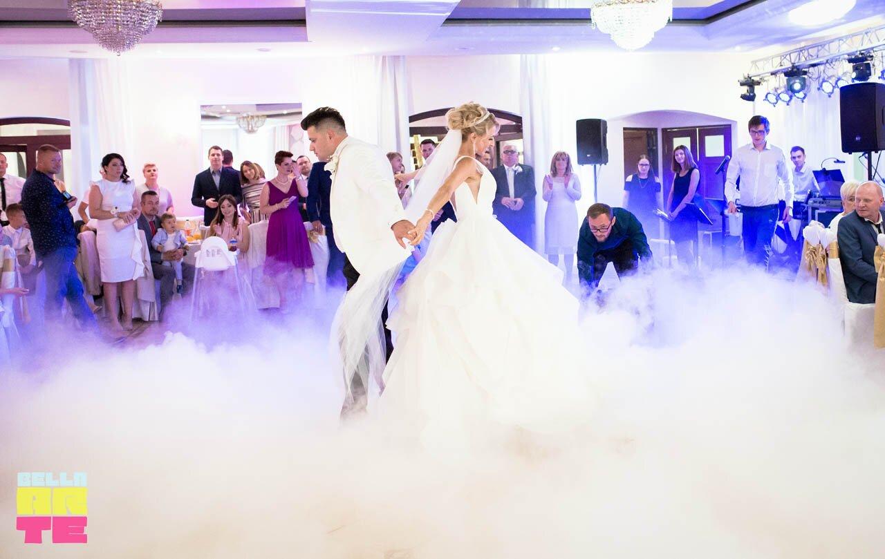 Ciężki dym na wesele. Pierwszy taniec