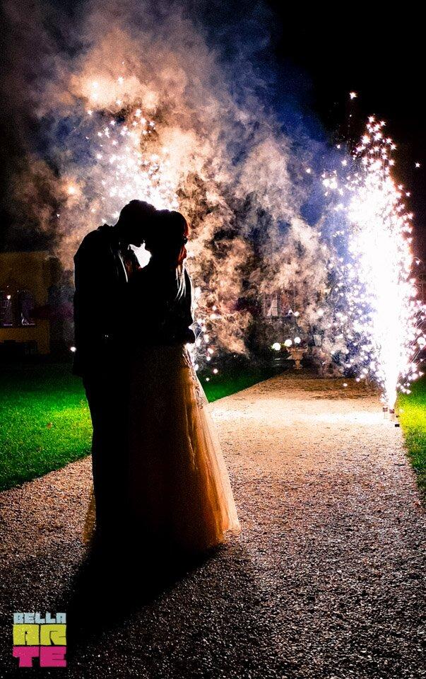 Fontanny sceniczne na wesele. Fontanny iskier.