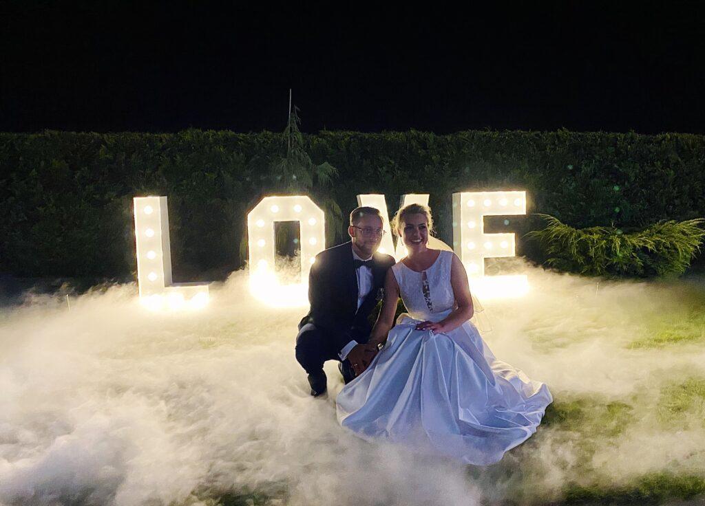 Ciężki dym i napis Love